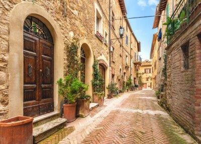 Plakat Piękne i kolorowe uliczki małego, zabytkowego Toskanii