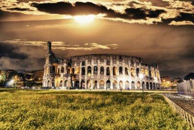 Plakat Piękny widok Koloseum w nocy