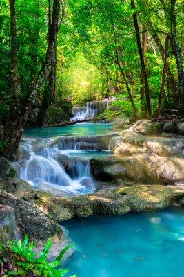 Plakat Piękny wodospad w Tajlandii lasów tropikalnych
