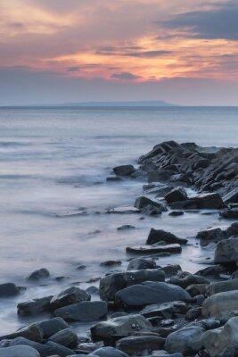 Plakat Piękny zachód słońca krajobraz obraz skalistego wybrzeża w Kimmeridg