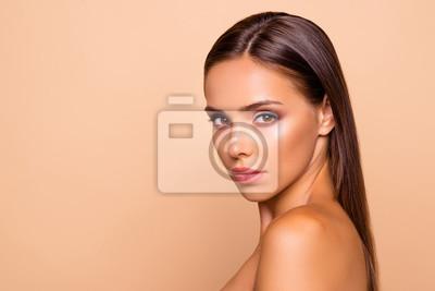 Plakat Portret półobrotowy, urocza urocza, ładnie wyglądająca, atrakcyjna gor