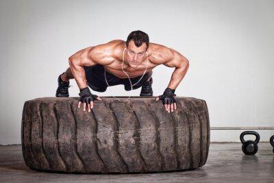 Plakat Push up na treningu CrossFit opon