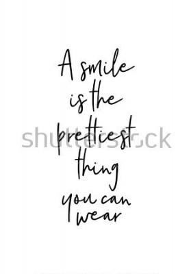 Plakat Ręcznie rysowane napis. Ilustracja atramentu. Nowoczesna szczotka kaligrafii. Pojedynczo na białym tle. Uśmiech jest najładniejszą rzeczą, jaką możesz nosić.