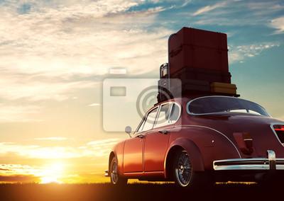 Plakat Retro czerwony samochód z bagażu na bagażniku dachowym o zachodzie słońca. Podróże, wakacje pojęcia.