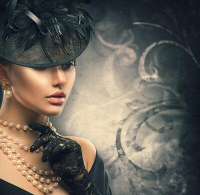 Plakat Retro portret kobiety. Vintage style girl noszenie staromodny kapelusz