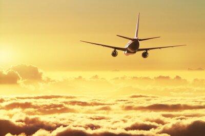 Plakat Samolot na niebie o zachodzie słońca