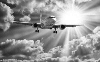 Plakat Samolot pasażerski startu z pasów startowych przeciwko piękne mętne s