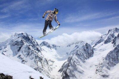 Plakat skok Snowboard w górach. Sport ekstremalny.