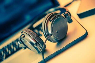 Plakat Słuchawki na laptopie
