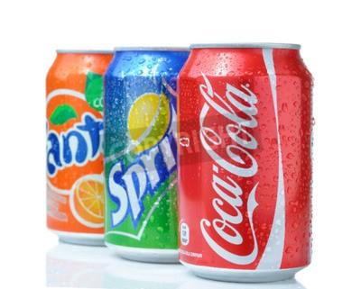 Plakat Sofia, Bułgaria - 27 kwietnia 2013: Coca-Cola, Fanta, Sprite i puszki na białym. Trzy napoje wyprodukowane przez The Coca-Cola Company