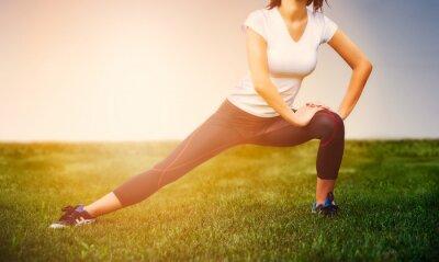 Plakat Sportowiec girl - sportowiec ćwiczenia na zewnątrz, kobieta fitness