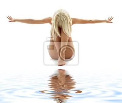 Plakat styl artystyczny obraz nagość kobiety na białym piasku