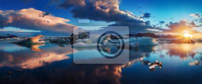 Plakat Sunrise in Jokulsarlon. iceland ice lagoon of jokulsarlon in the morning in summer or winter. Blue icebergs floating in Jokulsarlon Glacier Lagoon, early winter in south Iceland. Most popular place