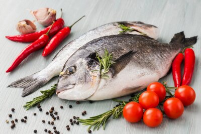 Plakat Surowe świeże ryby dorado z warzyw i przypraw