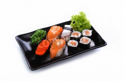 Plakat sushi na białym tle