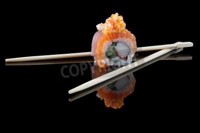 Plakat sushi pałeczkami na czarnym tle