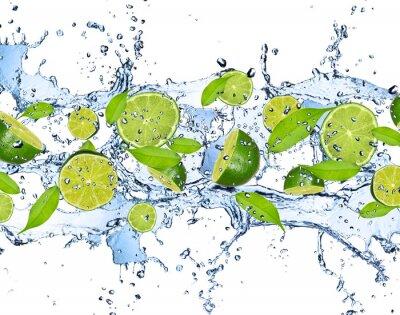 Plakat Świeże limes w plusk wody, na białym tle