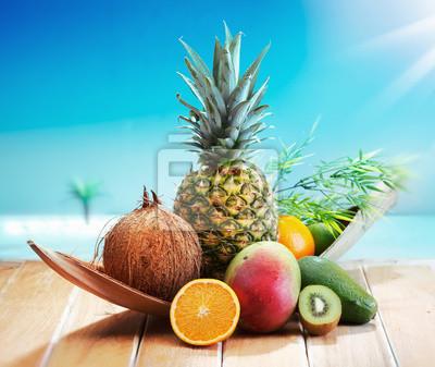 Plakat Świeże owoce na plaży