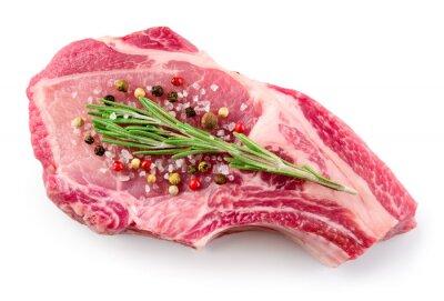 Plakat Świeże surowe mięso na białym tle. Jedzenie organiczne.