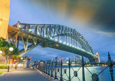 Plakat Sydney, Nowa Południowa Walia. Niesamowity widok słońca Harbour Bridge