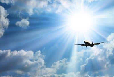 Plakat Sylwetka samolotu z pięknym niebie