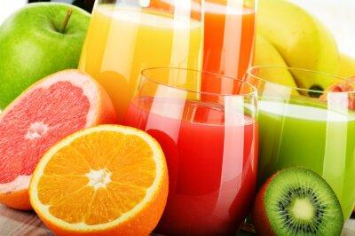 Plakat Szklanki mieszanki soków owocowych. Detox dieta