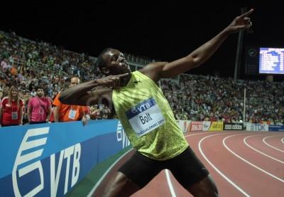 Plakat THESSALONIKI, GREECE - SEPTEMBER 12,2009: Usain Bolt finishes first at 100m men for the IAAF World Athletics Finals main event at Kaftatzoglio Stadium