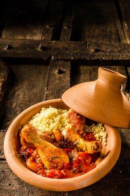 Plakat Tradycyjne danie Tajine z kurczakiem i kuskus