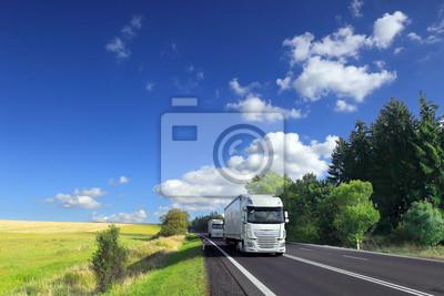 Transport ciężarowy po drodze
