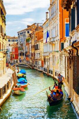 Plakat Turyści podróżujący w gondoli, Rio Marin Canal, Wenecja, Włochy