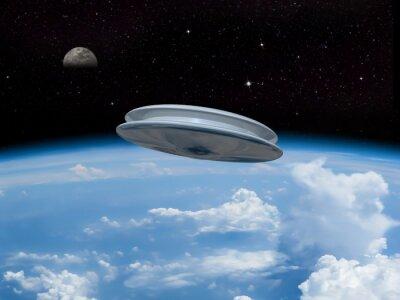 Plakat UFO wejściu w ziemską atmosferę z Księżyca widoczne w oddali. Inwazji obcych! Witamy naszych nowych władców!