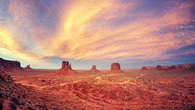 Plakat Vintage stonowanych Monument Valley po zachodzie słońca, USA