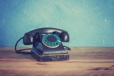 Plakat Vintage telefon na drewnianym stole