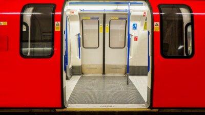 Plakat Wewnątrz widok londyńskiego metra, stacji metra