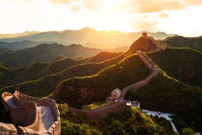 Plakat Wielki Mur pod słońca podczas zachodu słońca