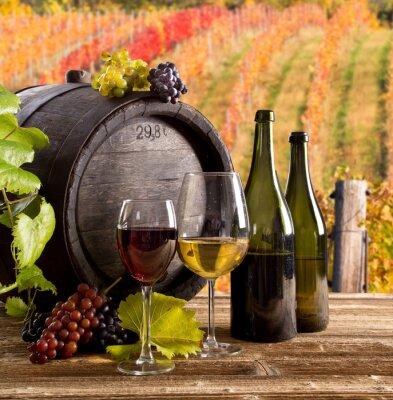 Plakat Wino-life, szkło, młody winorośli i kiść winogron