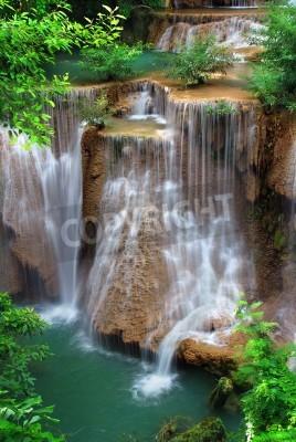 Plakat Wodospad w parku narodowym tajski