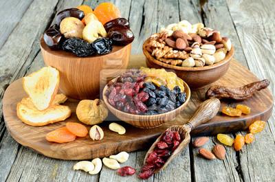 Plakat Wymieszać z suszonych owoców i orzechów - symbole judaistyczna wypoczynkowego Tu Bi-Szwat