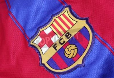 Plakat Barcelona, Hiszpania - 28 stycznia 2012: Crest Barcelona Football Club na oficjalnej koszulce na. FC Barcelona została założona w 1.899-ty