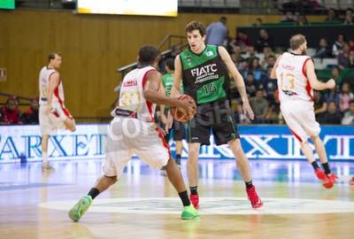 Plakat Guillem Vives z Joventut w akcji na meczu hiszpańskiej ligi pomiędzy Joventut koszykówki i Saragossie, końcowy wynik 82-57, w dniu 13 kwietnia 2014 roku w Badalona, Hiszpania