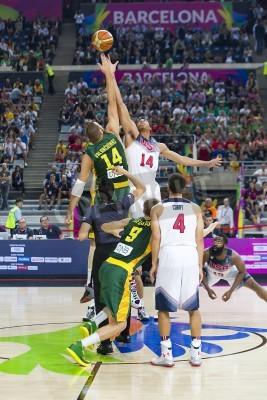Plakat Jonas Valančiūnas i Anthony Davis w akcji na meczu koszykówki FIBA World Cup pomiędzy USA i zespół Litwie, końcowy wynik 96-68, w dniu 11 września 2014 roku w Barcelonie, Hiszpania