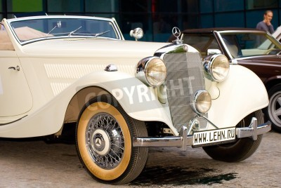 Plakat MOSKWA - 15 maja: Vintage Mercedes-Benz 320 kabriolet (1939) na wystawie w Mercedes-Benz Klasyczne �Mercedes Day-2010�, masywnej oldtimer rajdu, Moskwa, Rosja, od 15 maja 2010