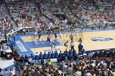 Plakat Niektórzy gracze w czasie akcji na FC Barcelona vs Dallas Mavericks meczu, końcowy wynik 99-85, w dniu 9 października 2012 roku, w Palau Sant Jordi stadion, Barcelona, Hiszpania