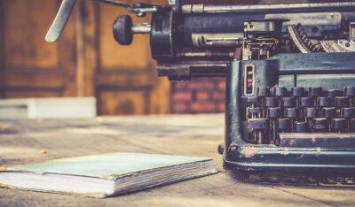 Plakat zamknąć się z maszyny do pisania rocznika stylu retro