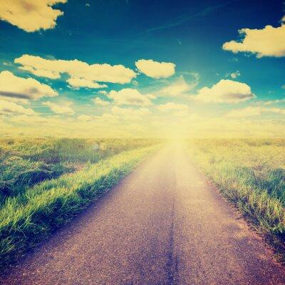 Plakat Zdjęcia archiwalne pola i droga krajowa z promieni słonecznych