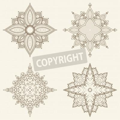 Plakat Zestaw czterech mandale Piękne ręcznie rysowane kwiatów koronki okrągły ozdobnych etniczne mogą być używane do projektowania tkanin, papieru dekoracyjnego, projektowanie stron internetowych, hafty, ta